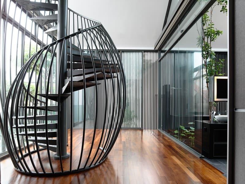 Металлическая лестница на второй этаж 5