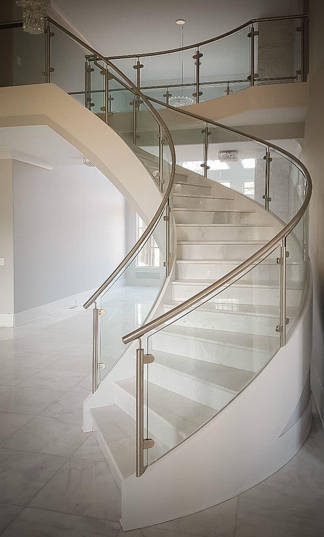 Перила лестницы на второй этаж 1