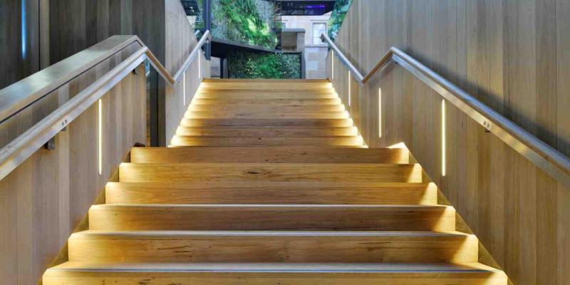 Подсветка лестницы на второй этаж 3