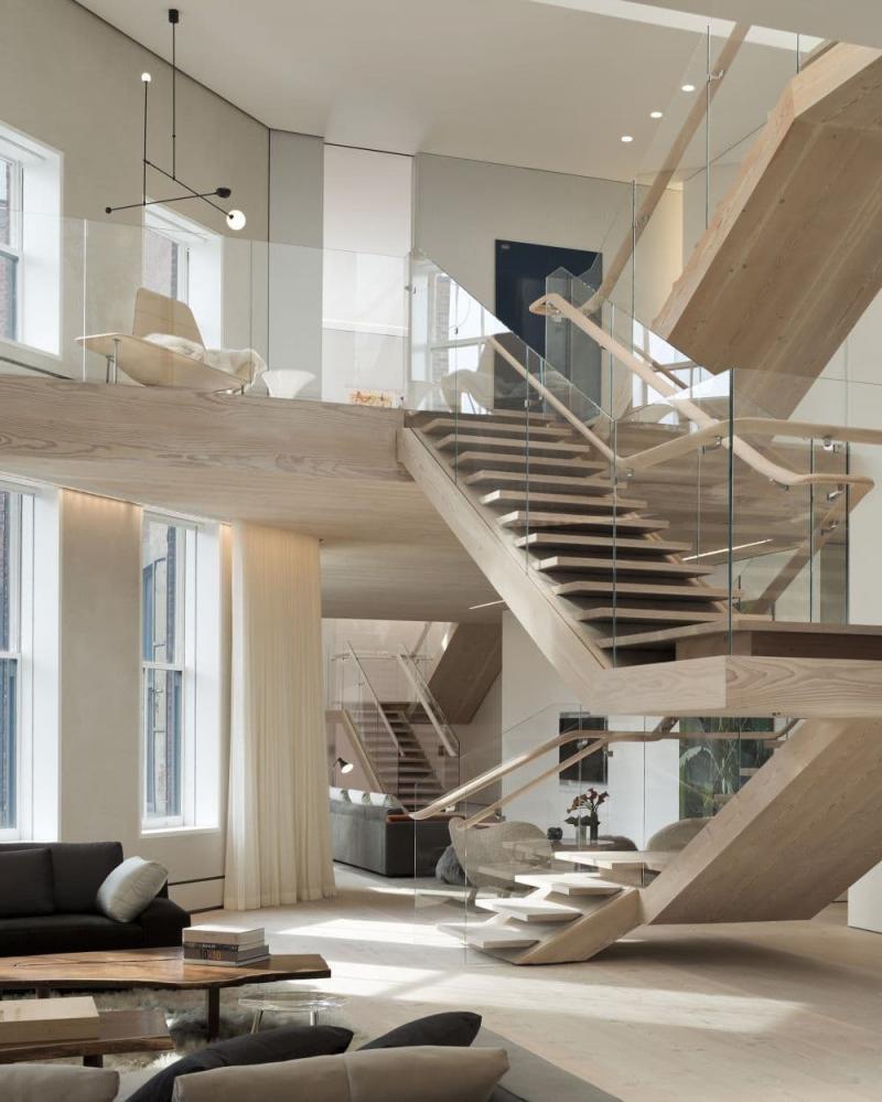 Поворотная лестница на второй этаж 1