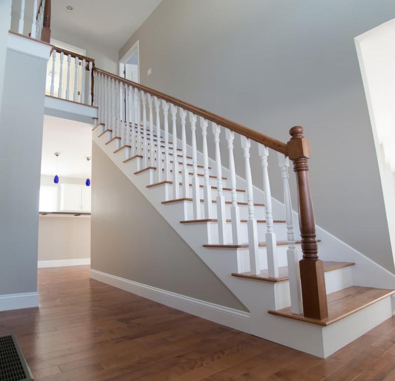 Прямая лестница на второй этаж 3