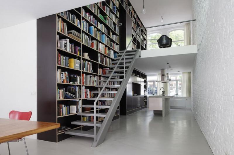 Прямая лестница на второй этаж 5