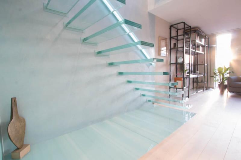 Стеклянная лестница на второй этаж 1