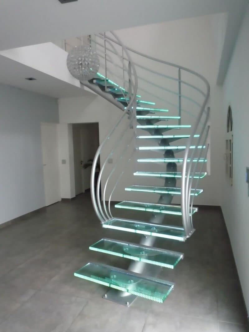 Стеклянная лестница на второй этаж 5