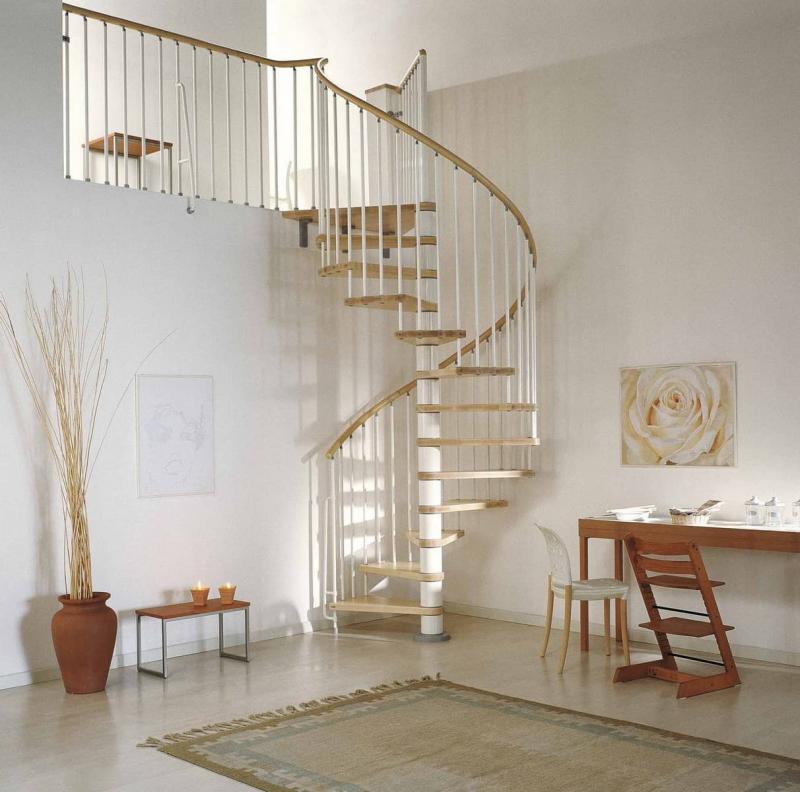 Винтовая лестница на второй этаж 1