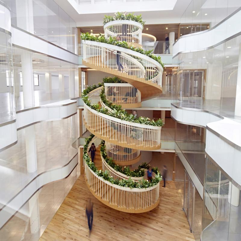 Винтовая лестница на второй этаж 2