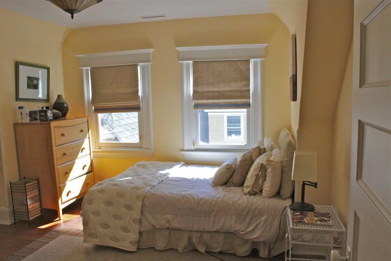 Римские шторы для спальни 5