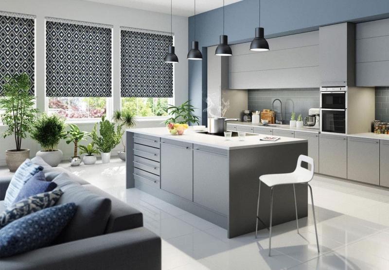 Рулонные шторы в интерьер кухни 4
