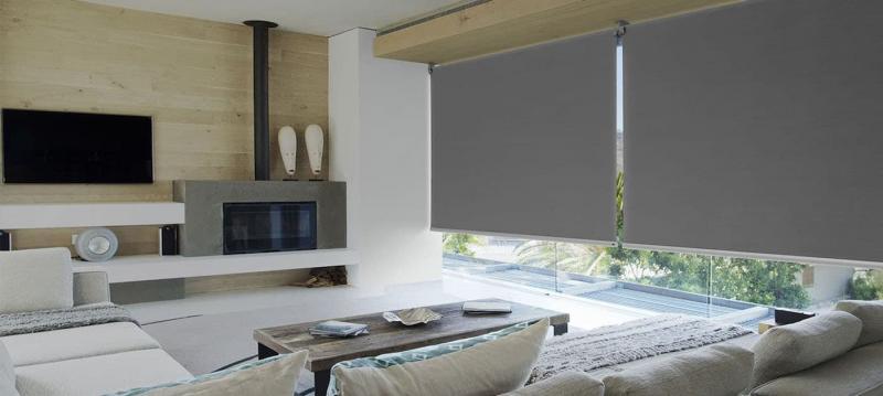 Рулонные шторы в интерьере гостиной 1