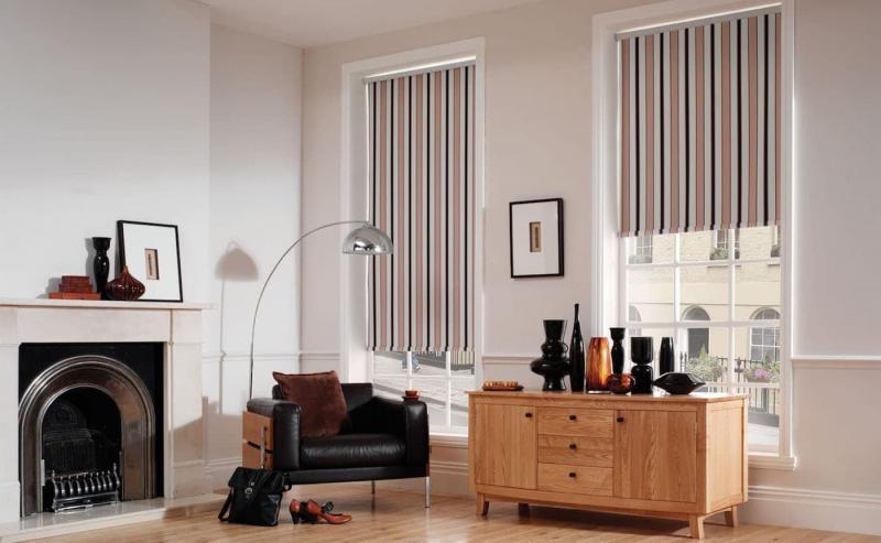 Рулонные шторы в интерьере гостиной 8
