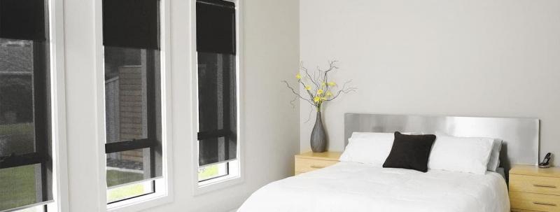 Рулонные шторы в интерьере спальни 1