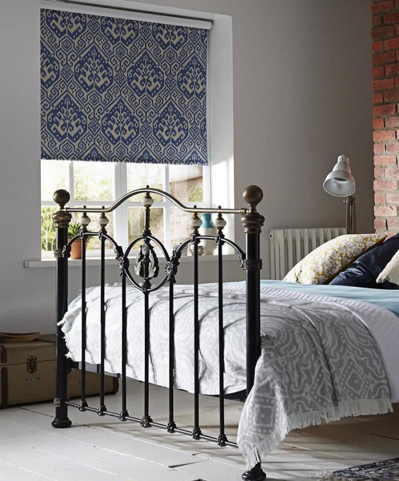 Рулонные шторы в интерьере спальни 5