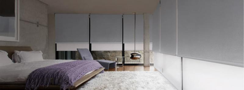Рулонные шторы в интерьере спальни 6