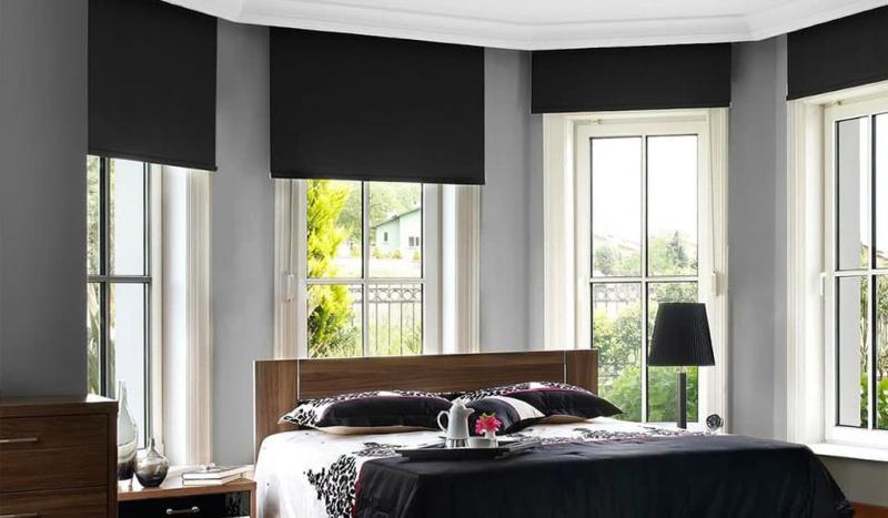 Рулонные шторы в интерьере спальни 8