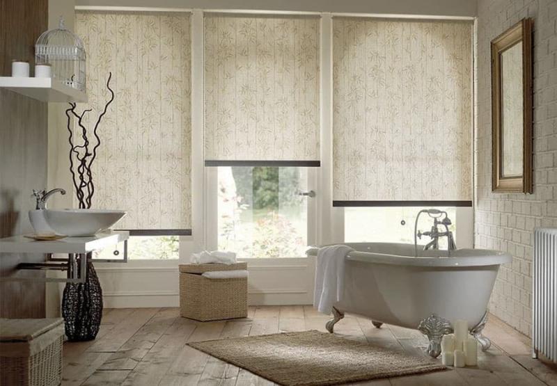 Рулонные шторы в интерьере ванной комнаты 1