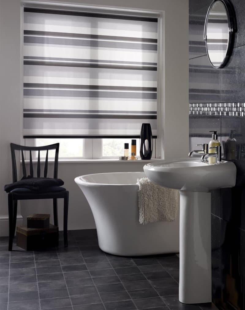 Рулонные шторы в интерьере ванной комнаты 2