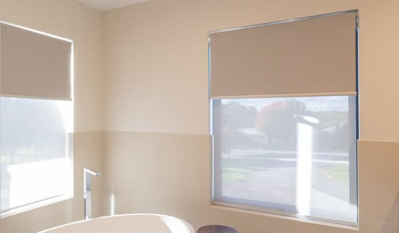 Рулонные шторы в интерьере ванной комнаты 3