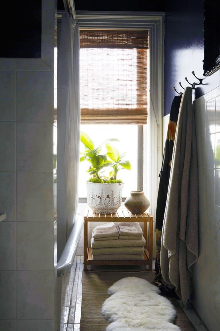 Рулонные шторы в интерьере ванной комнаты 4