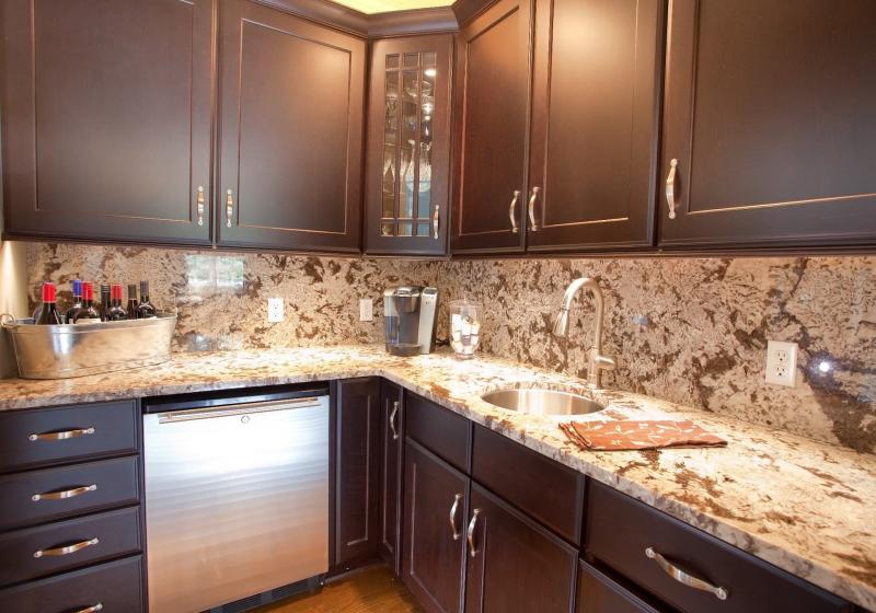 Кухонный фартук и столешница из камня