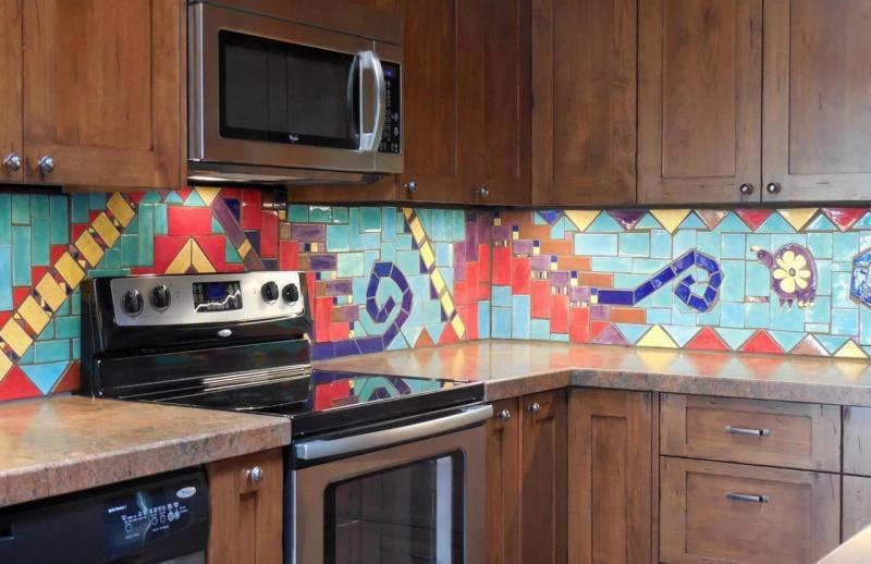 Мозаика на кухне из кафеля 1