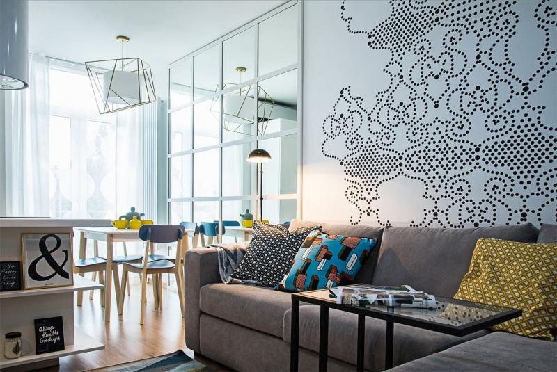Яркое непостоянство: интерьер однокомнатной квартиры с перепланировкой