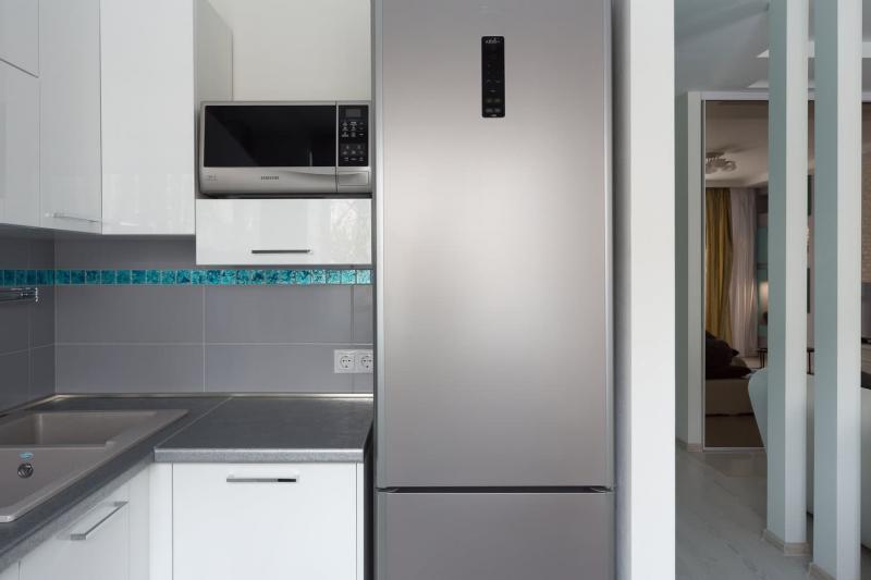 Белая кухня с серым фартуком и мозаикой (Анна Елина, г. Москва) 2