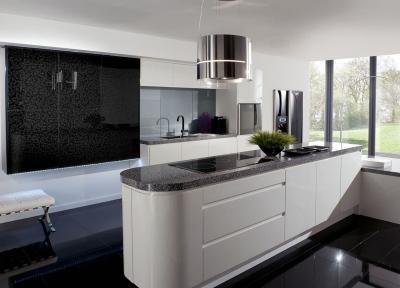 Кухня в черном и белых цветах 1
