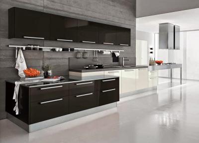 Кухня в черном и белых цветах 5