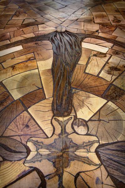 Пол как произведение искусства: опыт создания напольной мозаики из старых паллет