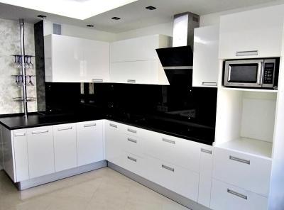 Белая угловая кухня 1