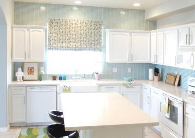 Белая угловая кухня 2