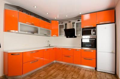 Орнжевая угловая кухня 4