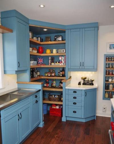 Угловая кухня с открытым угловым модулем