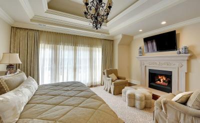 Спальня 18 кв. м с камином 3