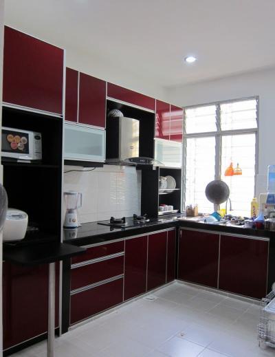 Цвет для кухни 12 кв.м. красный 1