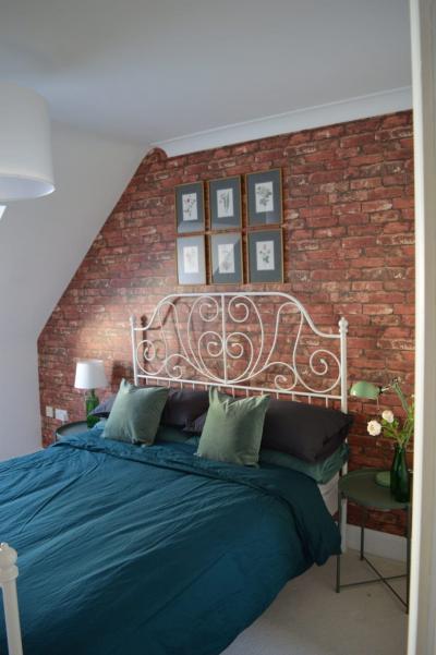 Оформление стен для спальни 2019 кирпич 3
