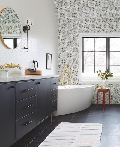 Оформление стен в ванной 2019 крупный принт 3
