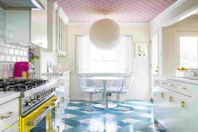 Потолок в квартире 2019 яркий 1