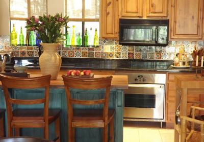 Дизайн фартука для кухни из плитки 7