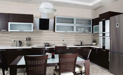 Дизайн фартука для кухни из плитки 8