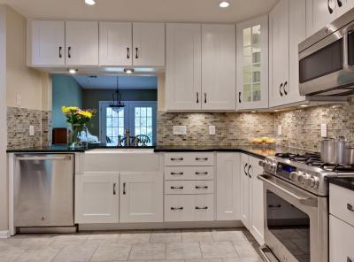 Комбинирование плитки с другими материалами в кухне 4