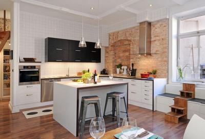 Комбинирование плитки с другими материалами в кухне 5